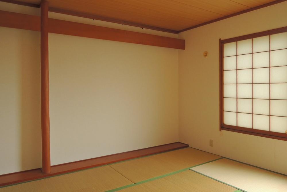 和室は床の間、押入れ付き。