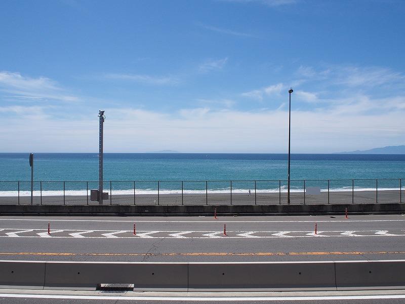 大磯町役場の前の海