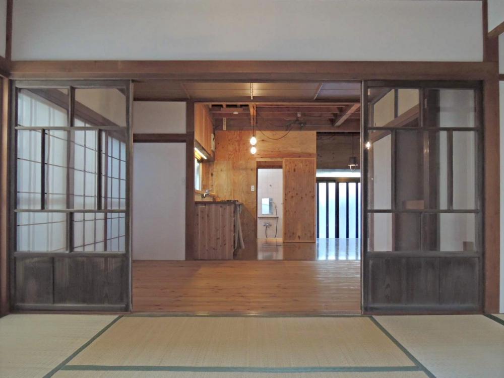 和室からキッチン方向を見たところ