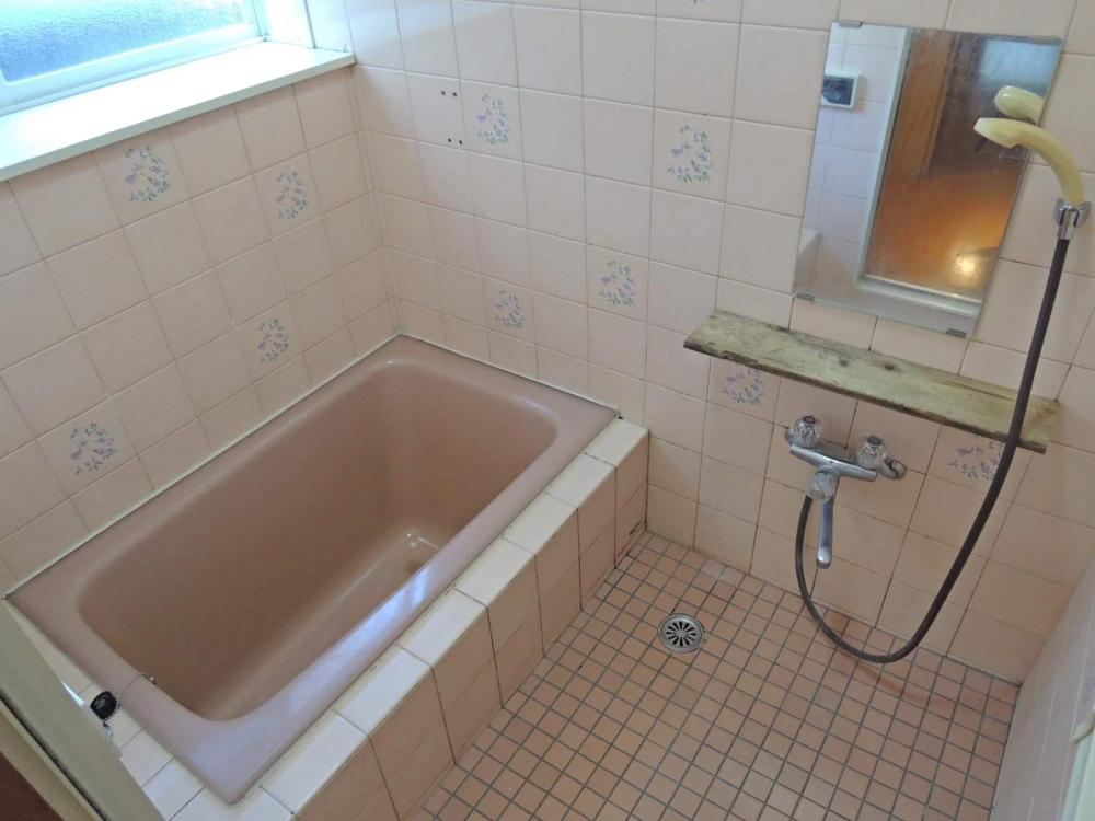 風呂は古いタイプ