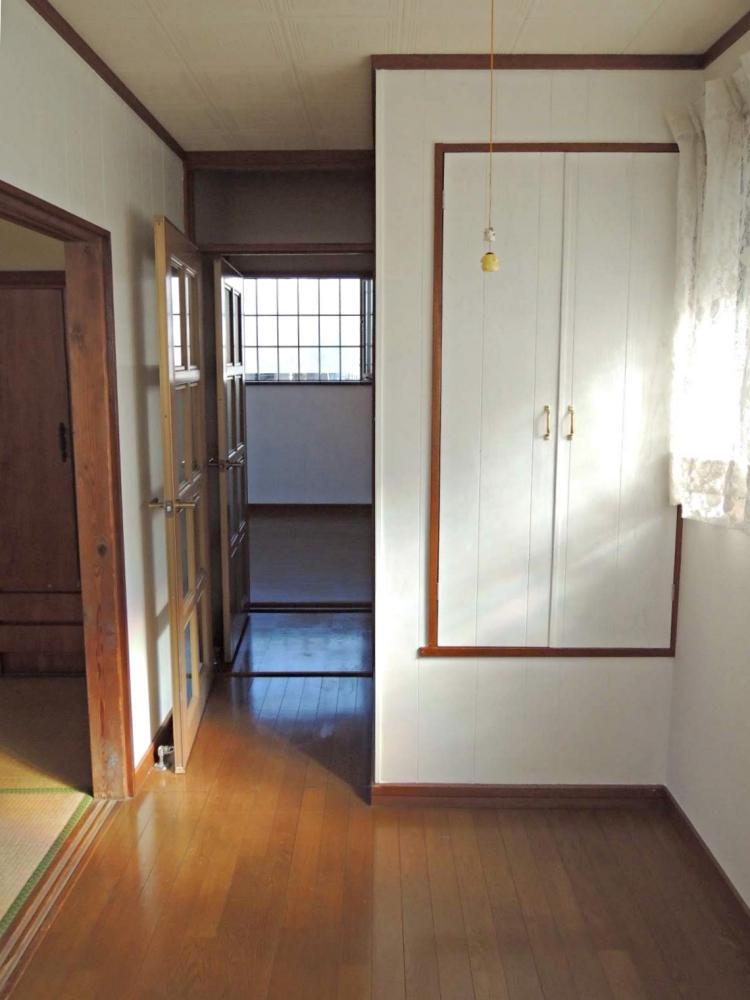 2階 洋室4畳。特に改装はしていませんがきれいです