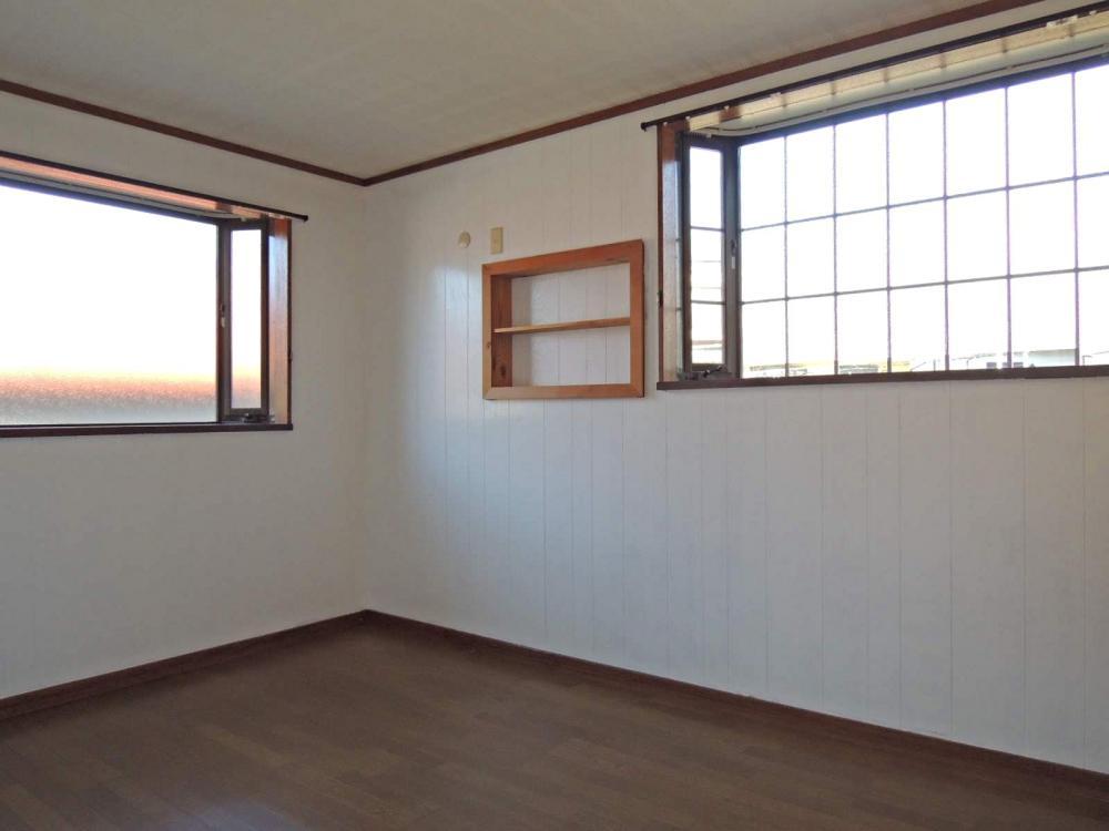 2階 洋室6畳。特に改装はしていませんがきれいです