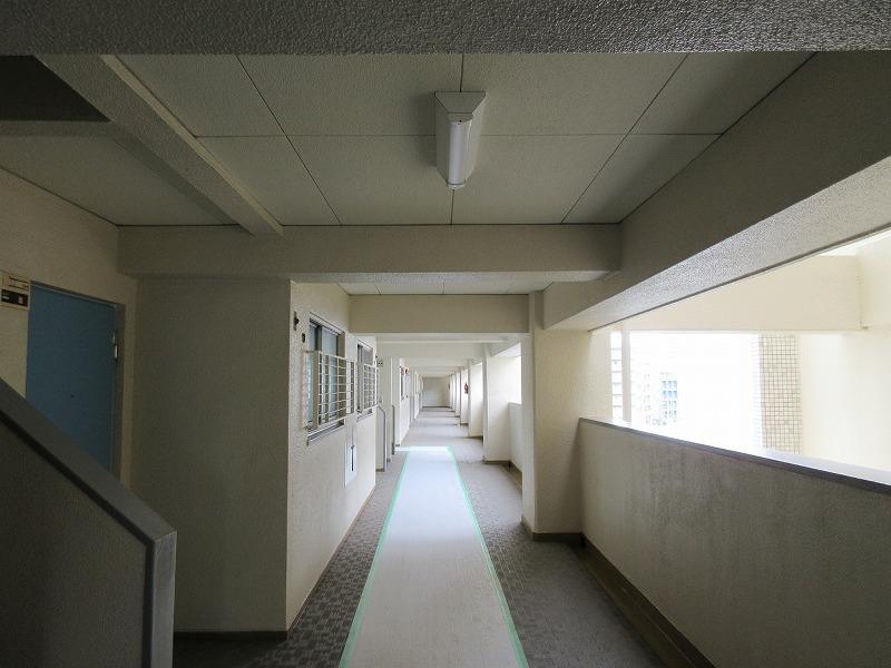 レトロな共用廊下