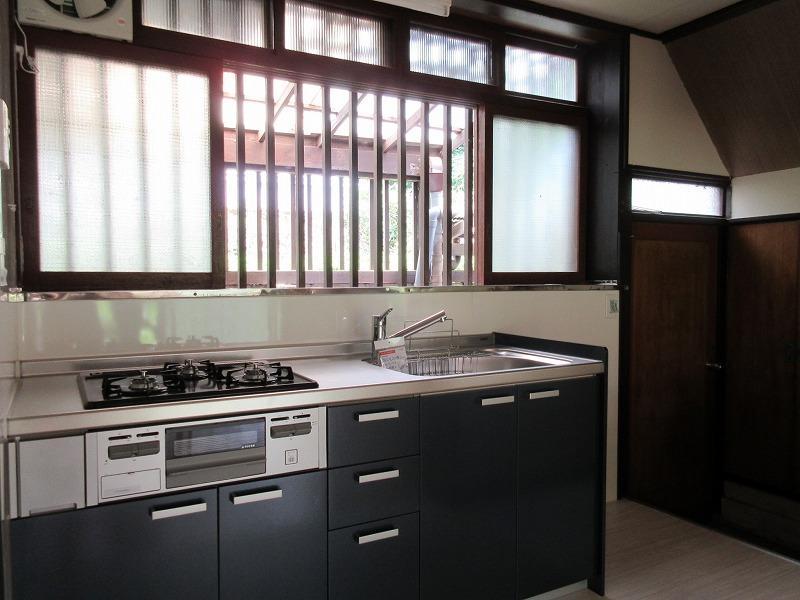 新設されたキッチン。ガスコンロ3口で、使いやすそうです