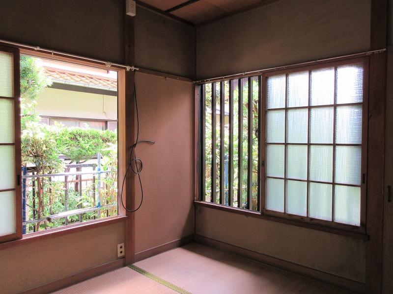 1階の玄関の横の4.5畳の和室。書斎にしたい雰囲気