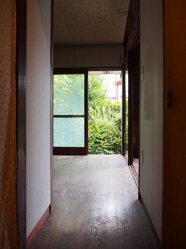 1階のキッチン前あたり