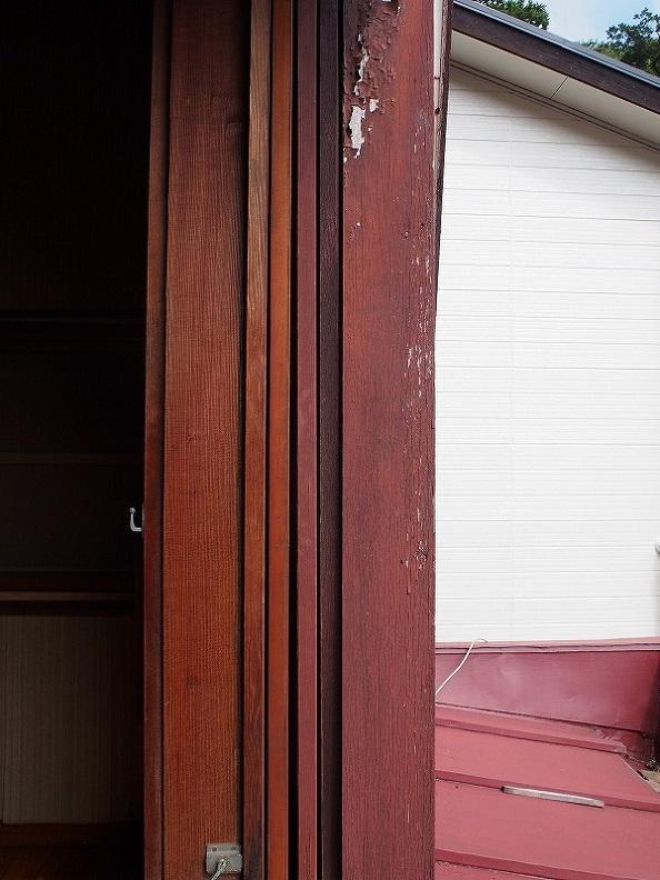 戸袋にしまわれた窓たち。