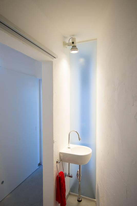 1階の専用トイレには手洗い付き。