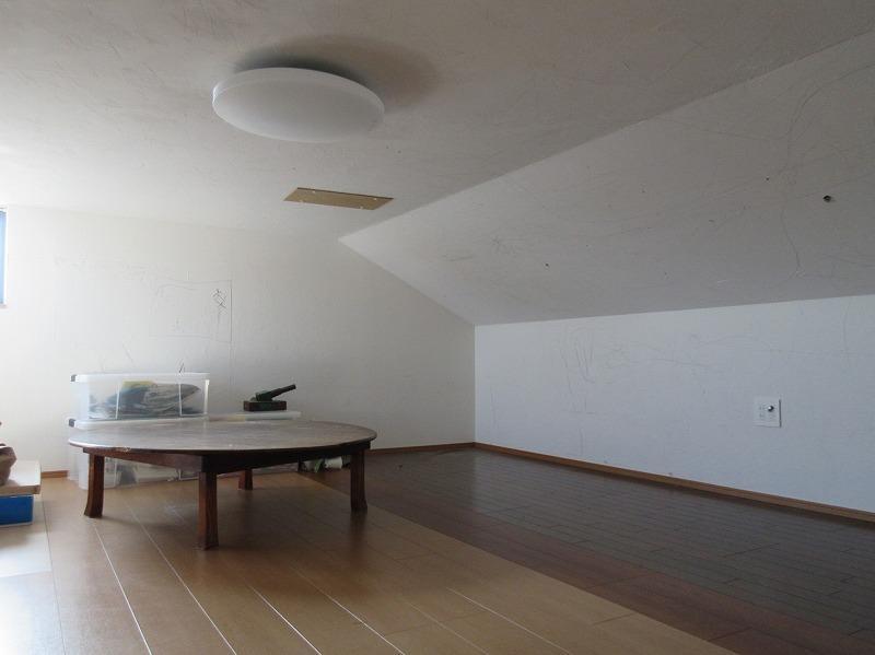ロフトは、大人なら中腰になるくらいの天井高(家具は撤去済みです)