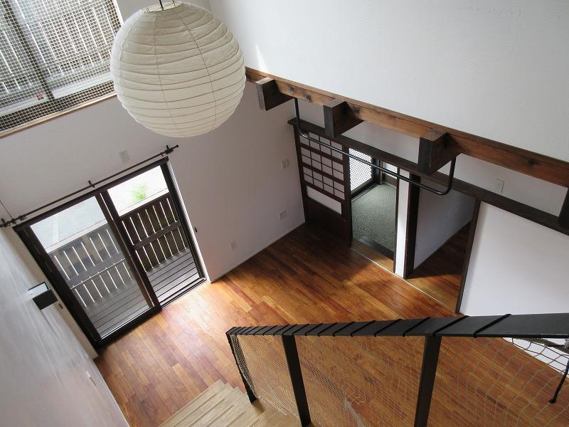 2階からリビングを見下ろして