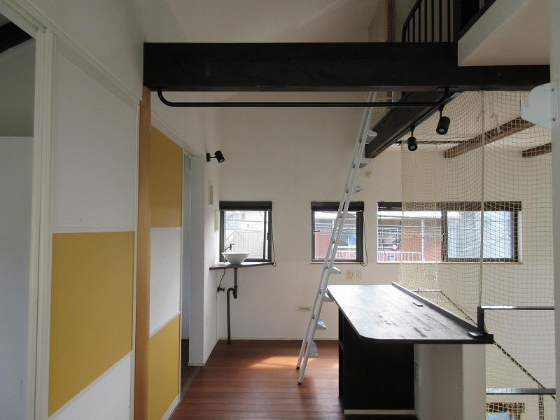 2階の廊下部分は広く、ここで仕事をすることも可
