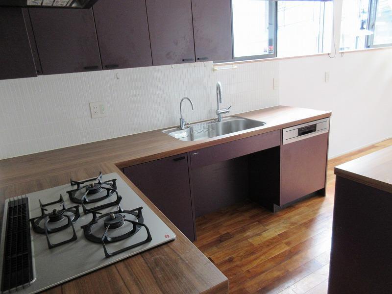 3口のキッチンや食洗器など、嬉しい設備