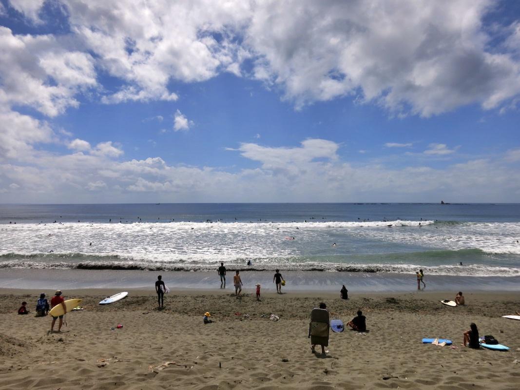 歩いて3分ほどで海!(信号がひとつあります)