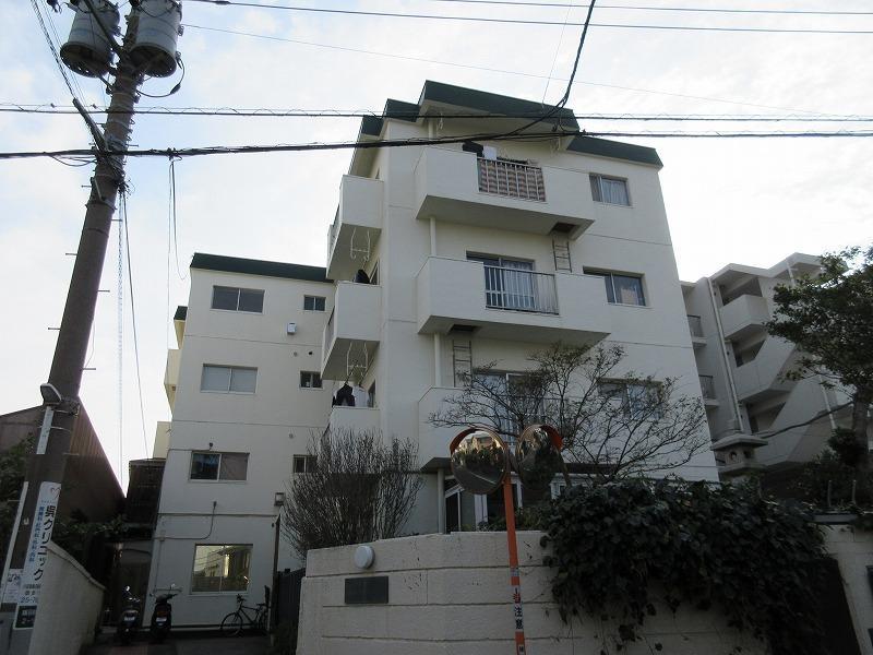 レトロなマンション。階段のみです