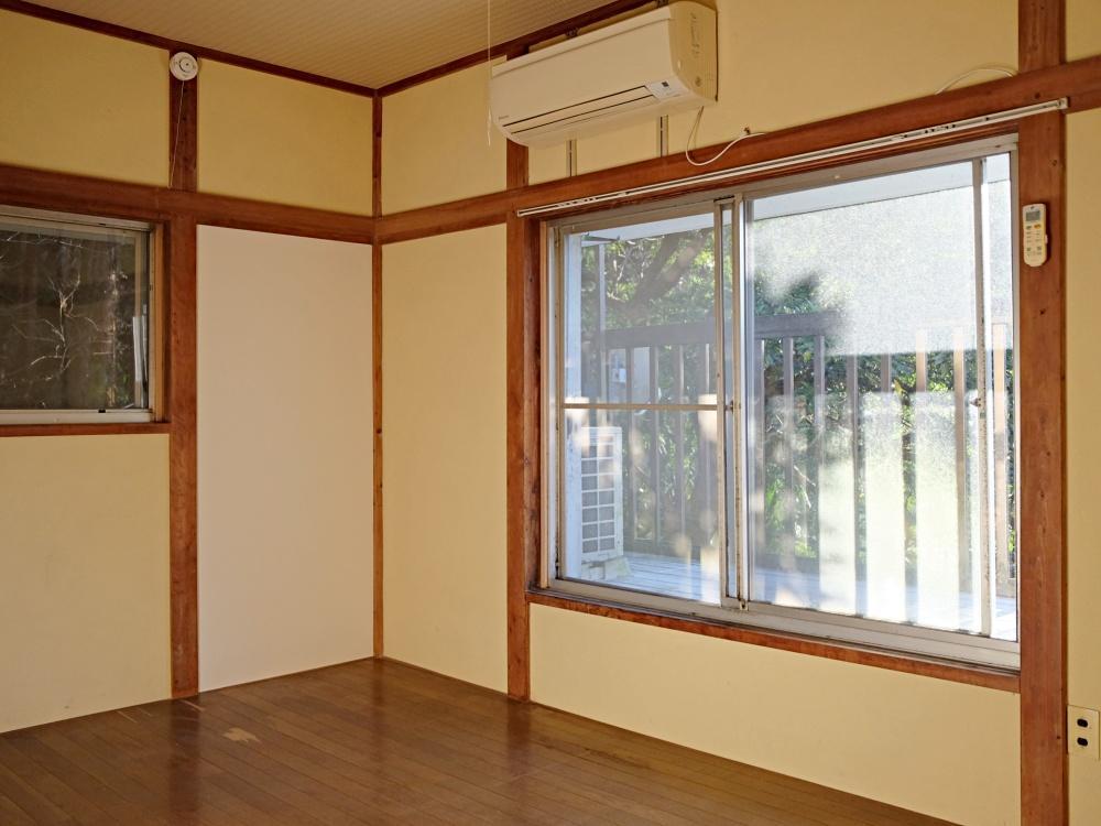 2階の洋室にはバルコニーがついています。