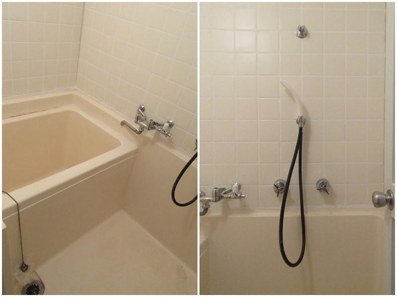 浴室はコンパクトでレトロです