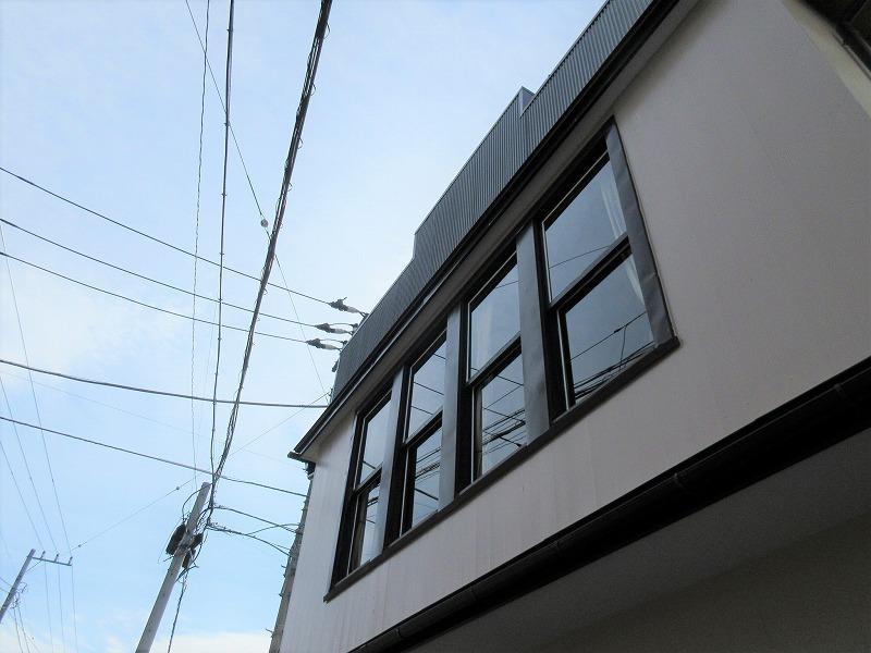 2階四連窓がシンボル