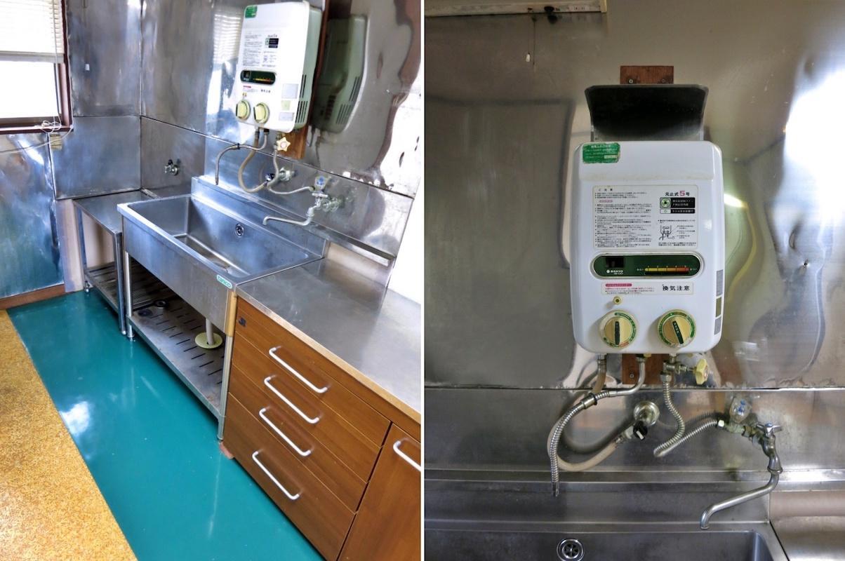 205|奥行きが狭い台所|瞬間湯沸かし器がメカメカしくて良い