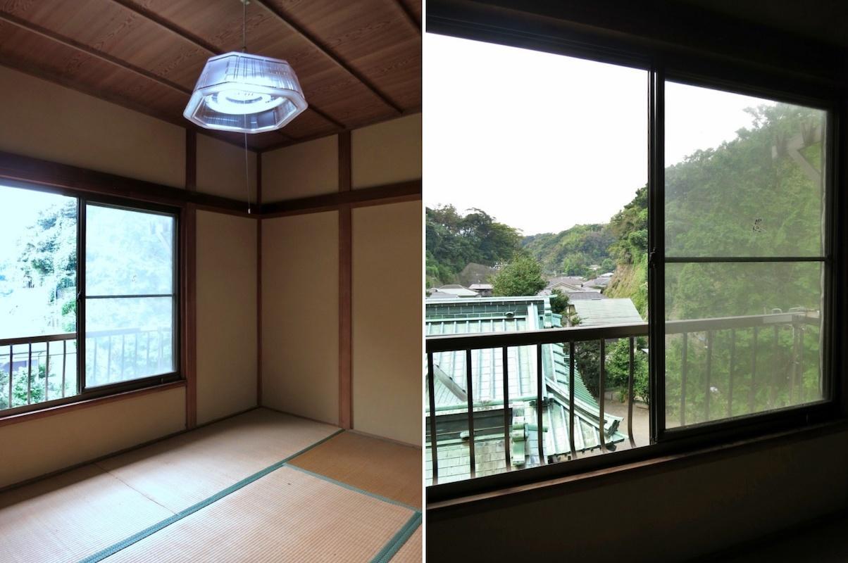 室内|窓に近づくと緑の瓦と山の緑が別世界へと誘います