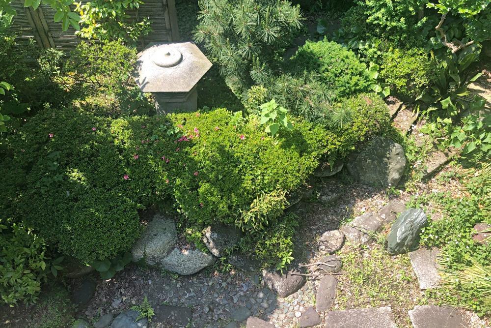 2階より。南側は日本庭園になっていて、和室からも庭を楽しむことが可能です。