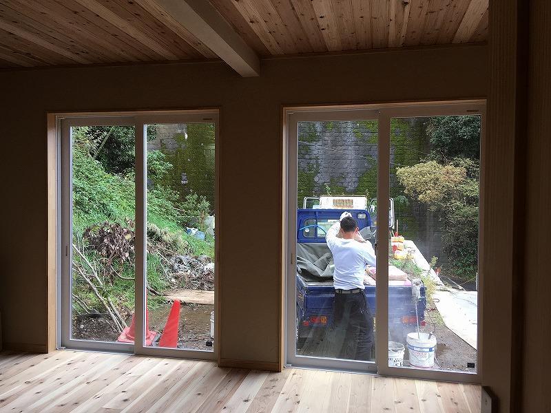 1階は仕切ることで個室が増えます。外は工事中。
