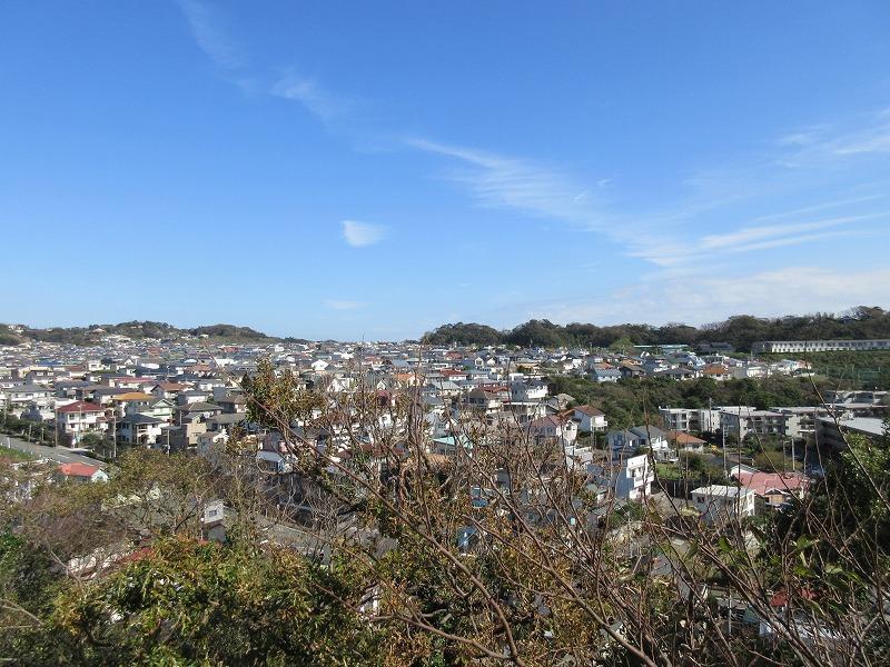 七里の住宅街を見る