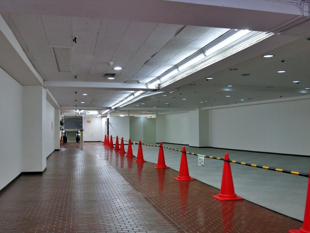 艶のある中央の部分が廊下(通路)です