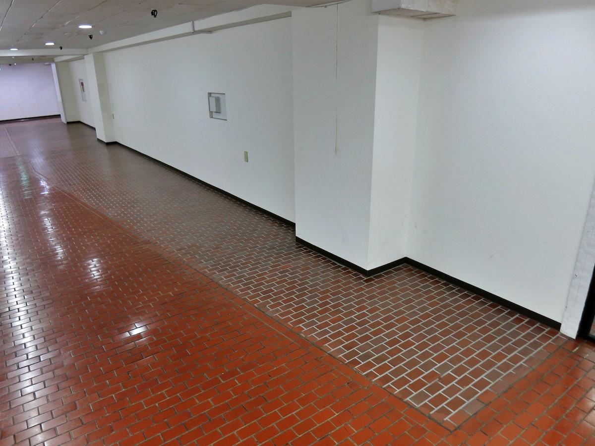 M2階の区画②|目地が白いタイル張り部分が区画