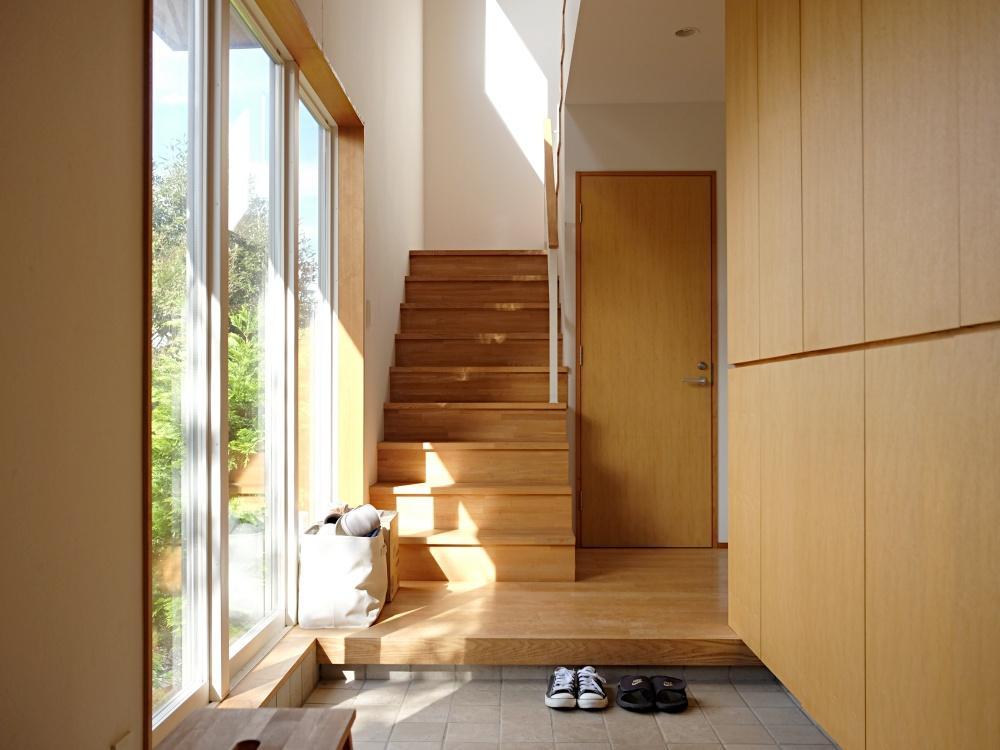 広い玄関。ここは1階の住人と共用です。