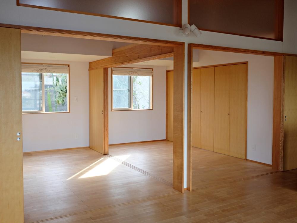 どの部屋にも明るい自然光が入ります。