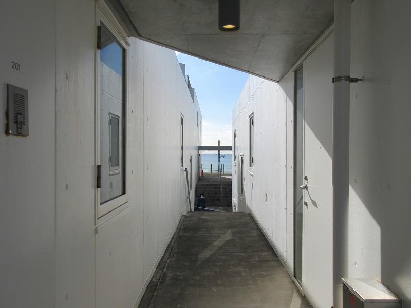 玄関前からも海が見えます