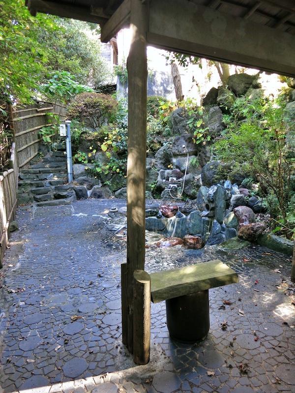 露天風呂は水は出ますがお湯はボイラーを修繕必須