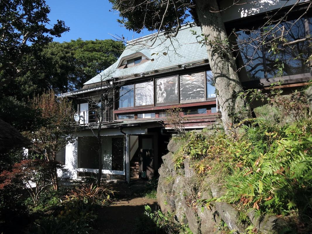 主屋外観|銅葺の屋根は鎧兜のように見える