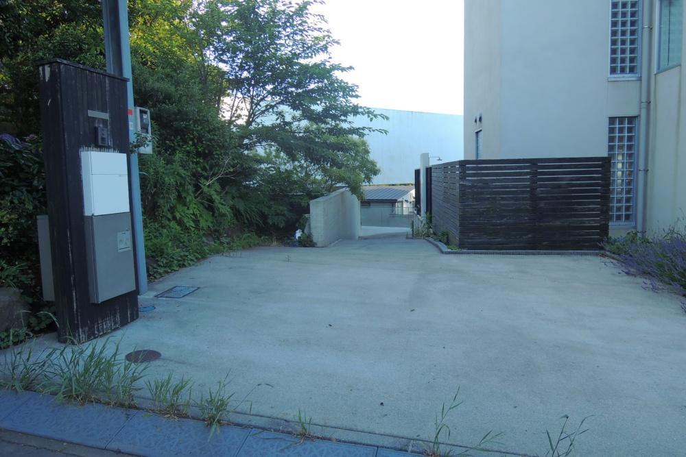 駐車場は2台駐車可