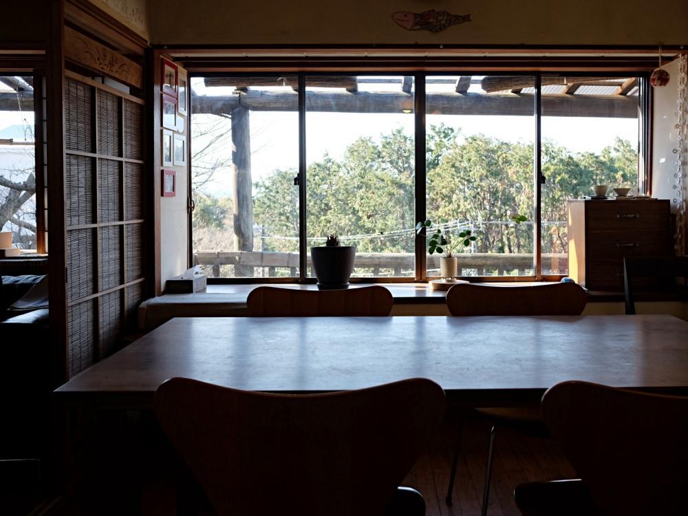 【西棟】窓の前は夫婦池公園の借景。