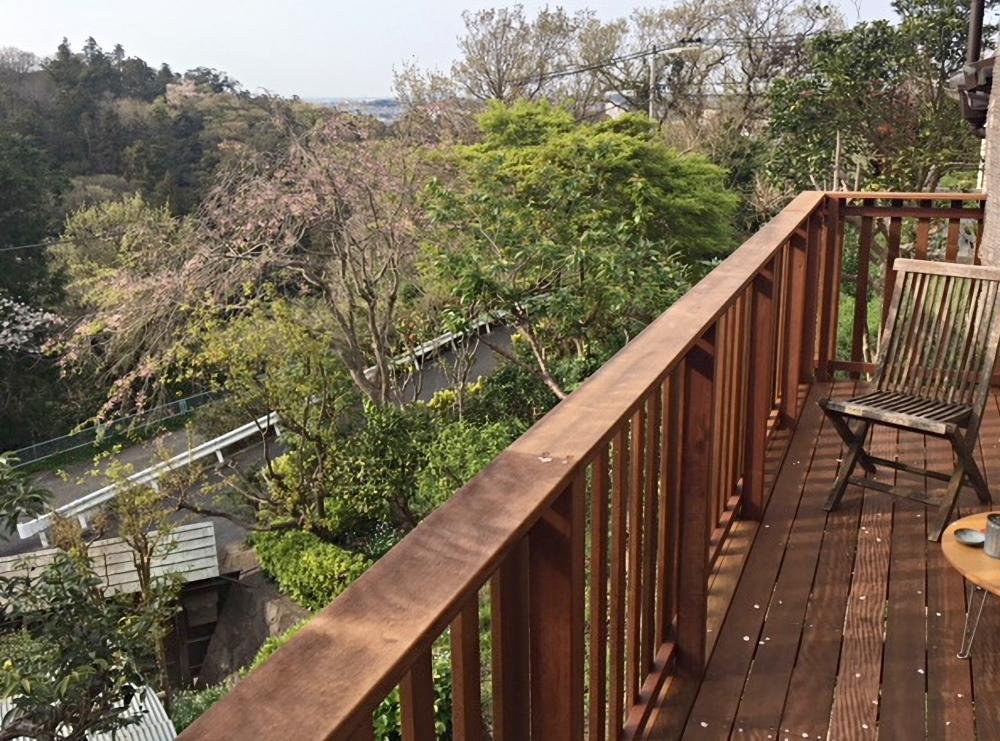 【西棟】物見台からは桜と夫婦池公園。春から秋は緑が深く森にいるようです。