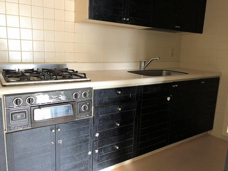 キッチンは当時モノですが、風呂、洗面、トイレは比較的新しいものでした。