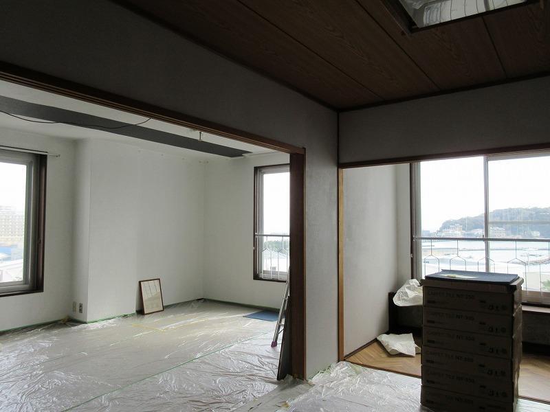 和室部分から窓の方を見る
