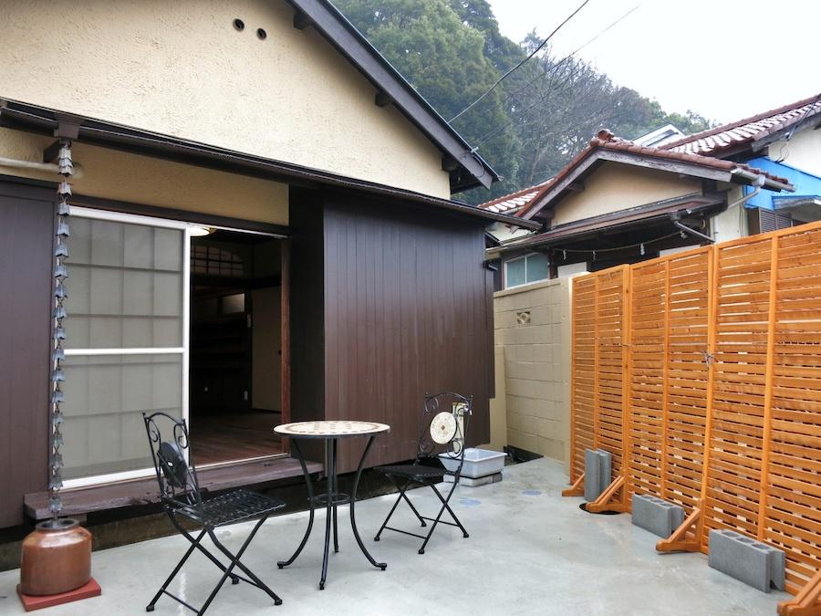 庭を閉じると、半外部空間が生まれる