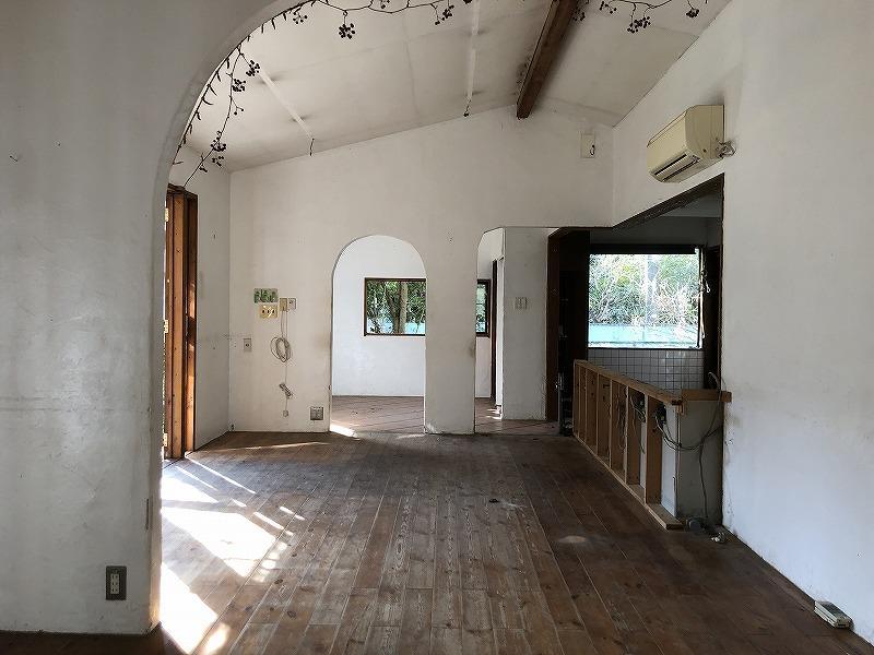 室内はコンパクトです。コンパクトならではのワンルーム感が心地よいです。