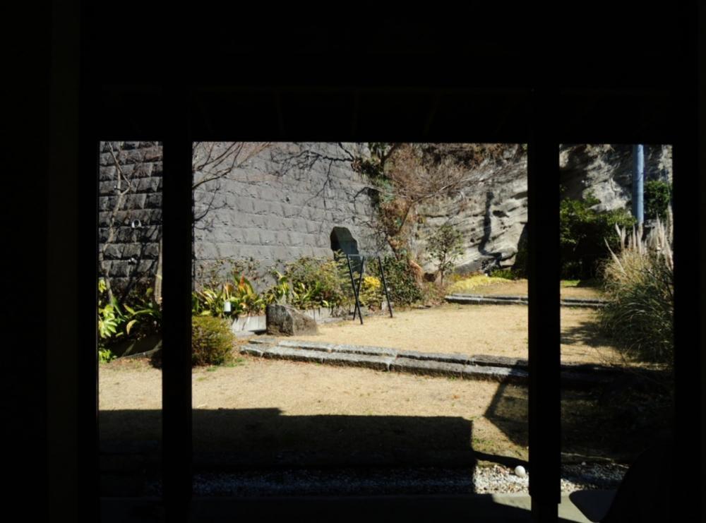室内から庭を見たところ
