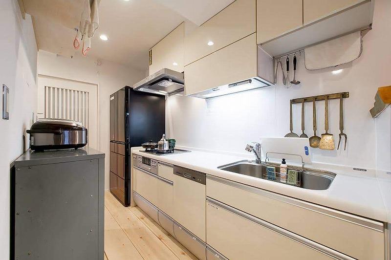 共用部のキッチン。設備が新しくなっているので安心