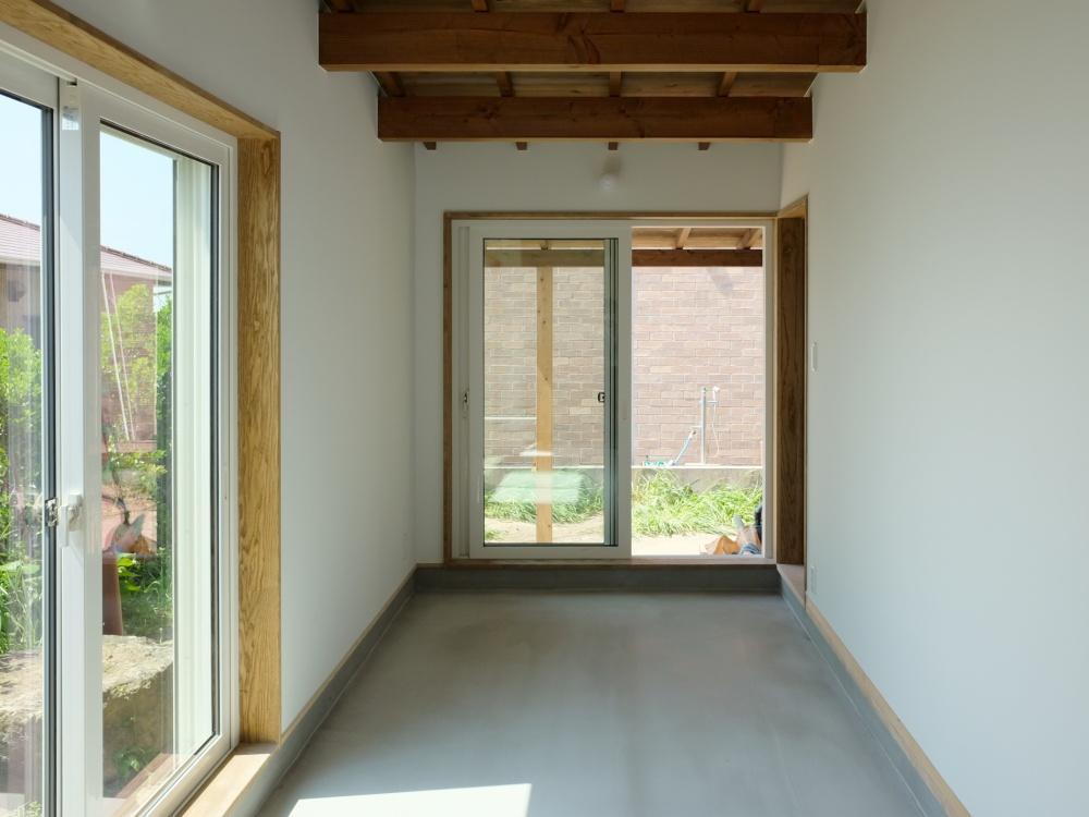 玄関の土間がそのまま大きく広がります。何にでも使える空間。