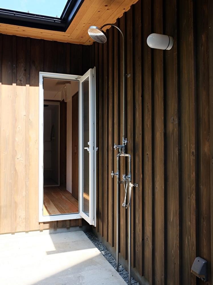 外シャワー→脱衣室→風呂まで直行アクセス。