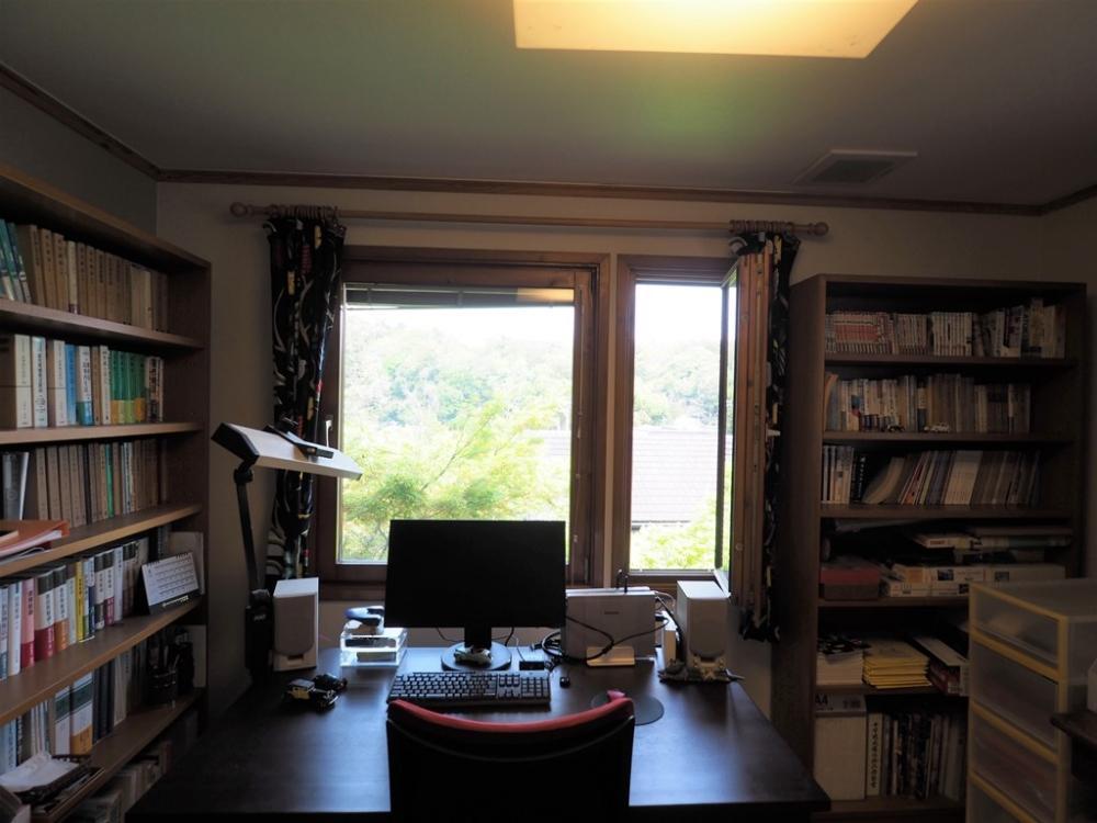 書斎|窓の外に3枚目の眺望