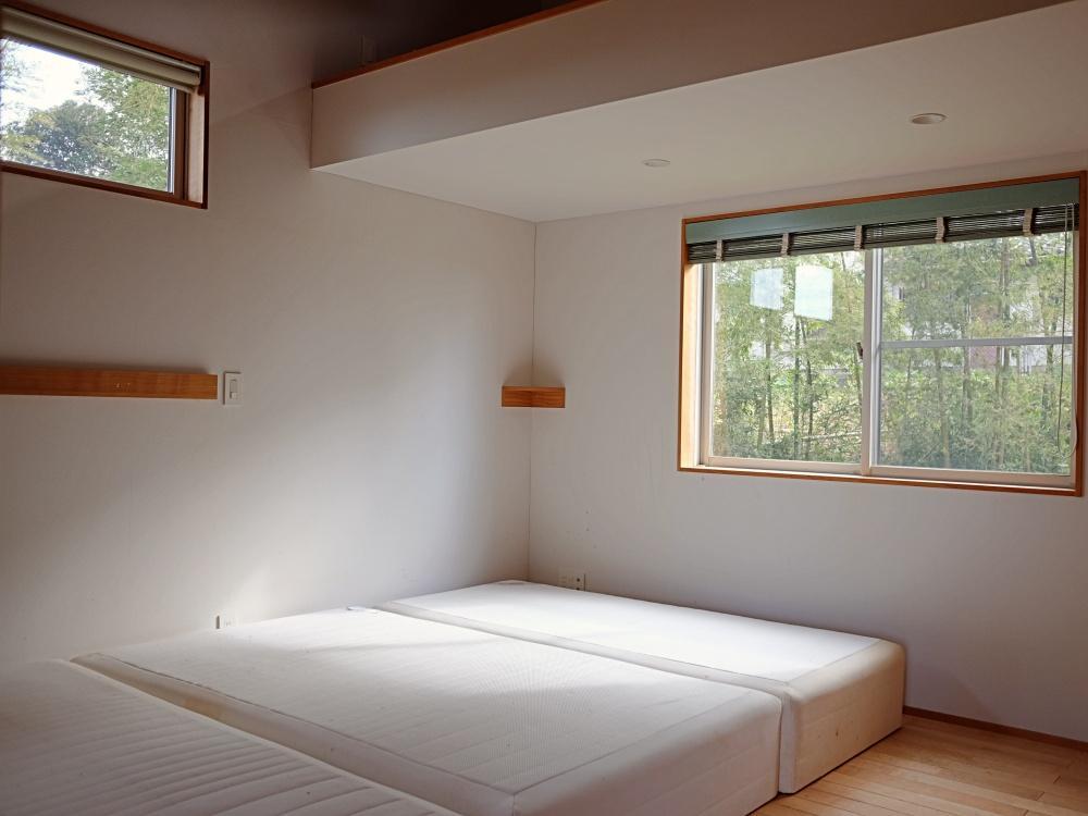 2階|主寝室は独立した個室です。ベットは撤去予定