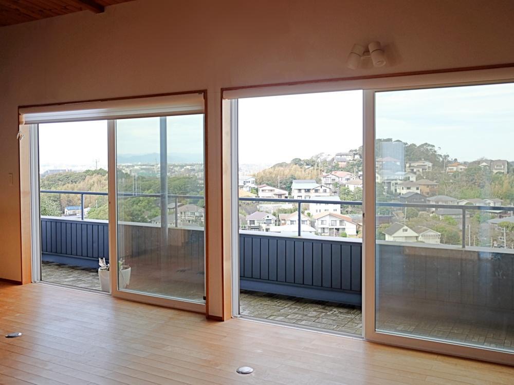 2階|LDKは約16畳。側面がテラスになっています。