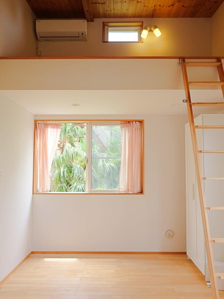 2階|天井裏は部分的にロフトになっています。実用的かつ子どもが喜びそうなスペース
