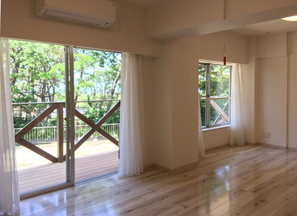 室内はごく普通のワンルーム 窓の外の芝が気持ちいい!