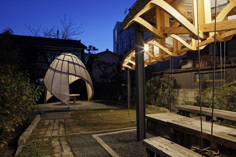 photos: Hayato Kurobe|夜の庭の雰囲気